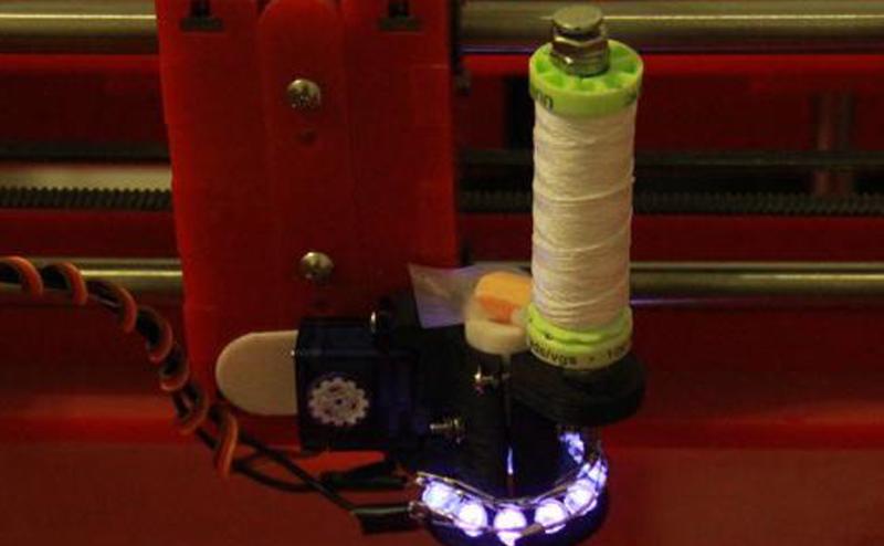 طابعة ثلاثية الأبعاد تحاكي طريقة نسج الحشرات لمنازلها
