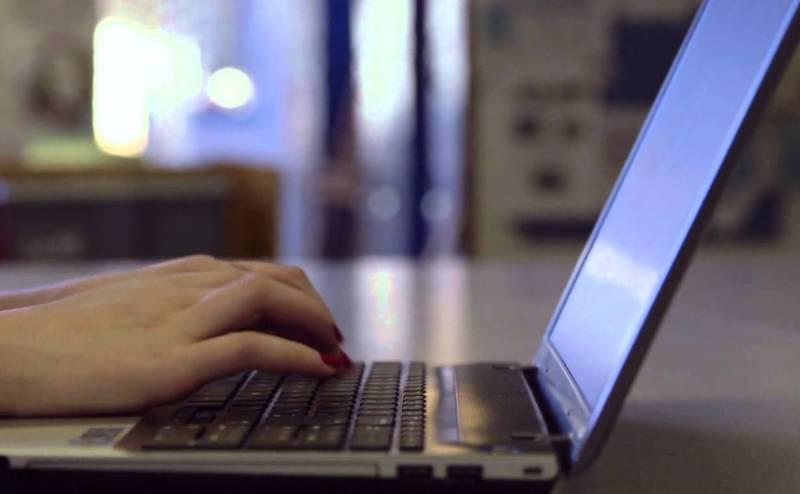 مخاطر تعلق الشباب بالتكنولوجيا الرقمية