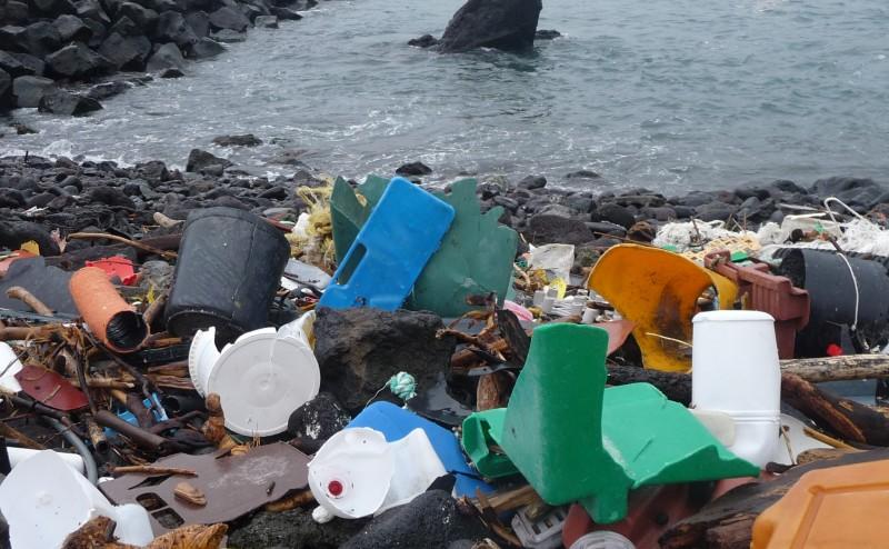 النفايات البحرية البلاستيكية تهدد بكارثة بيئية حقيقية