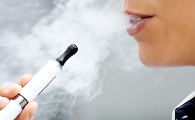 السجائر الالكترونية هي الأعلى تدخينا عند الشباب