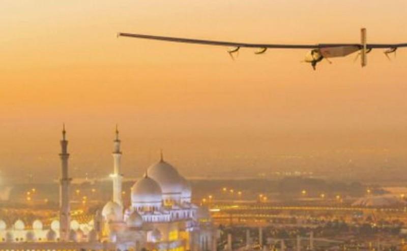"""طائرة """"Solar Impulse"""" تنطلق في رحلتها حول العالم"""