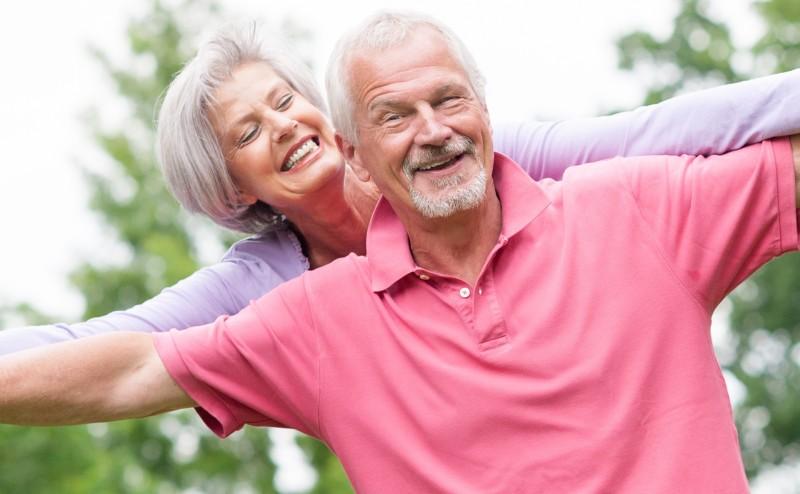 6 نصائح لمساعدتك على البقاء قوياً وسعيداً أثناء تقدمك بالعمر