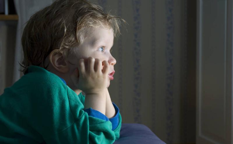 مشاهدة التلفاز تؤدي إلى حصول السمنة لدى الأطفال
