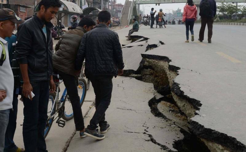 كيف تحدث الزلازل