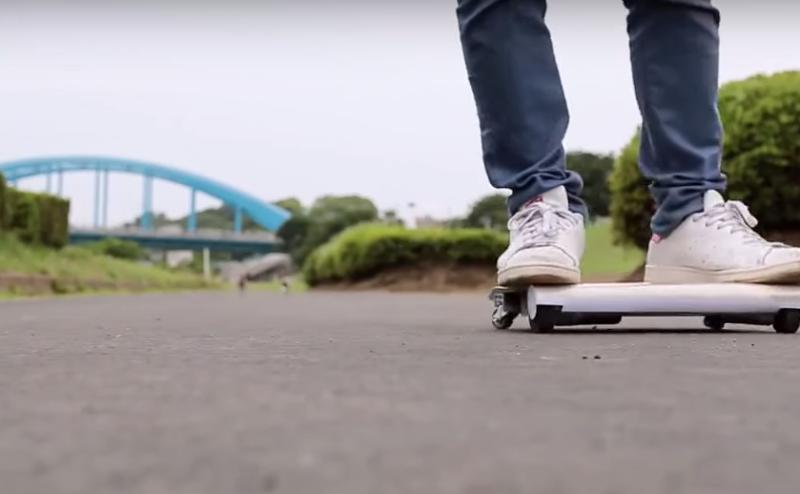 مهندس ياباني يبتكر أول سيارة تستطيع وضعها في حقيبتك
