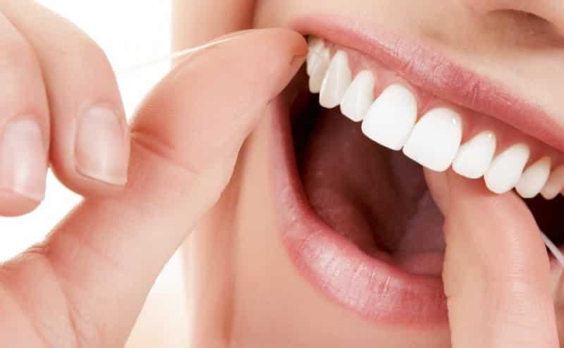 تنظيف الأسنان المفرط بالخيط قد يؤدي لحدوث التهابات بكتيرية في الركبة