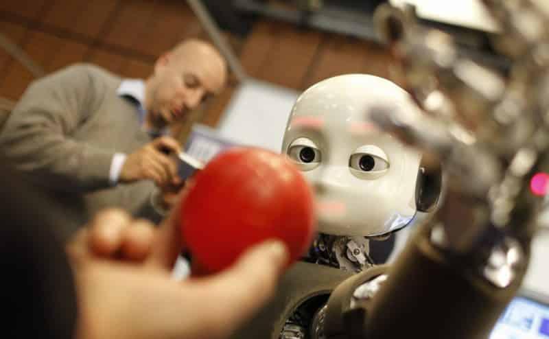 العلماء يبتكرون روبوتاً يماثل في ذكائه طفلاً في الحضانة