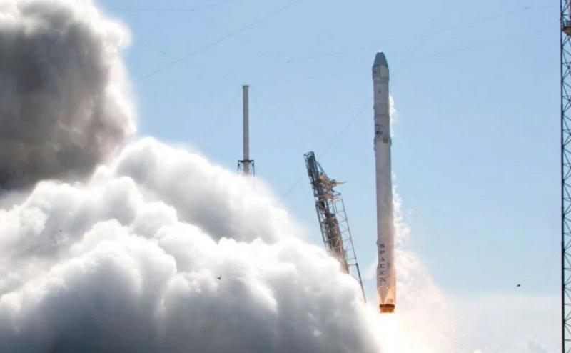 وكالة ناسا تمنح (SpaceX) صلاحية نقل رواد الفضاء إلى الفضاء في عام 2017
