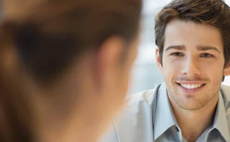 الإيثار يجعل الرجال أكثر جاذبية للنساء