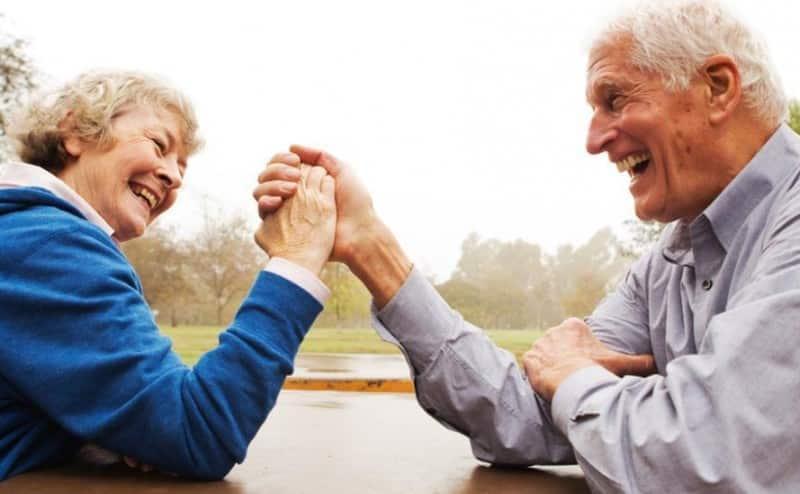 فوراق التقدم بالعمر ما بين الرجال والنساء