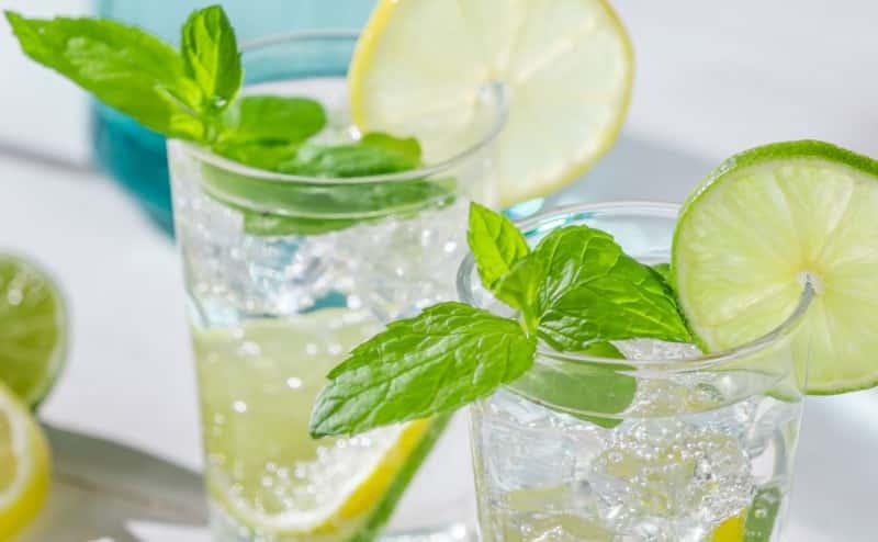 فوائد شرب عصير الليمون او الليمون بالماء