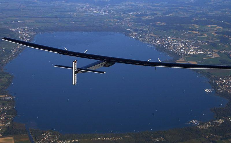 الطائرة الشمسية تصل إلى كاليفورنيا بعد 3 أيام من الطيران فوق المحيط الهادئ من دون وقود