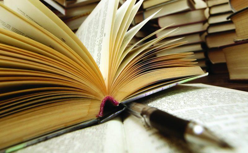 في يوم الكتاب العالمي: ماذا تقرأ من الأدب العربي في 2016؟