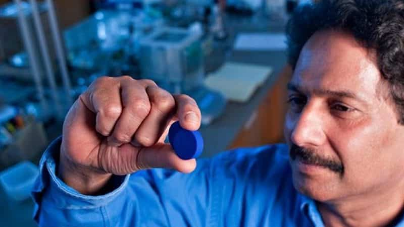 اكتشف لوناً جديداً بالصدفة أثناء تجربة إلكترونية.. يهزم الألوان الزرقاء في العالم