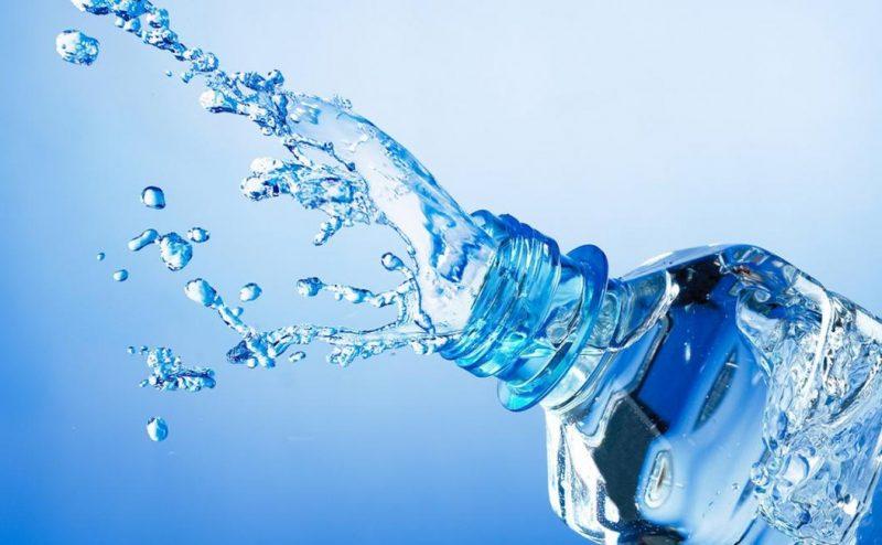 كم كأس من الماء عليك شربه كل يوم؟