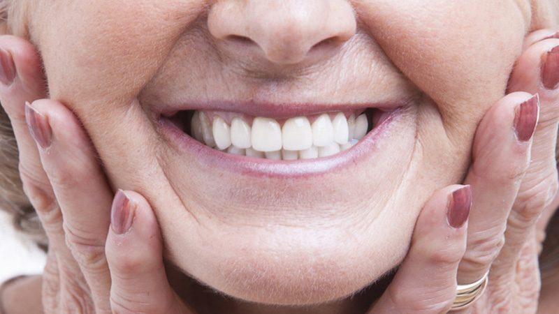 الطرق الطبية المعتمدة لاستبدال الأسنان المفقودة