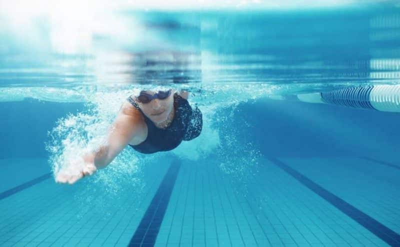 تقنية جديدة في السباحة تمكّن السباحين المحترفين من زيادة سرعتهم