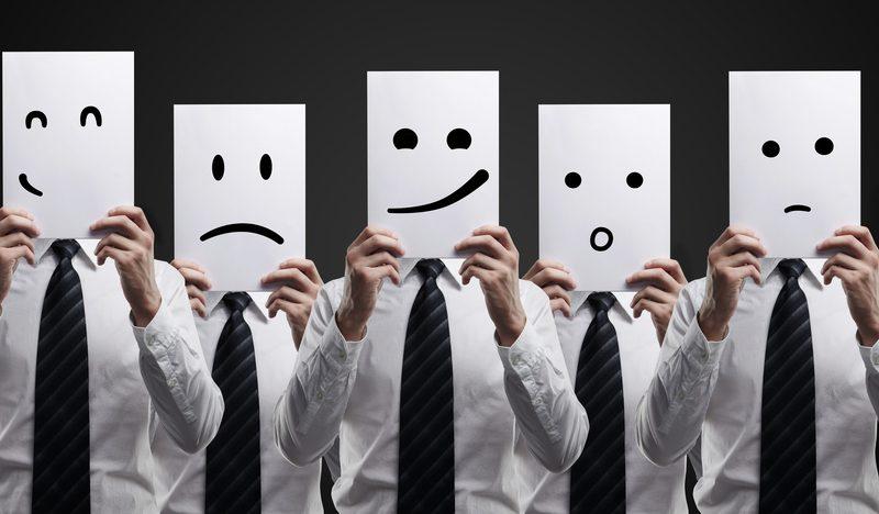 لماذا تحول محاولة الإقناع لهجتنا أكثر عاطفية