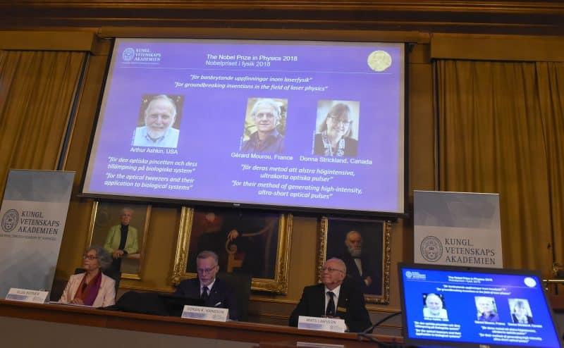 جائزة نوبل في الفيزياء لعام 2018 من نصيب علماء استخدموا الليزر لحل أصغر ألغاز الكون!
