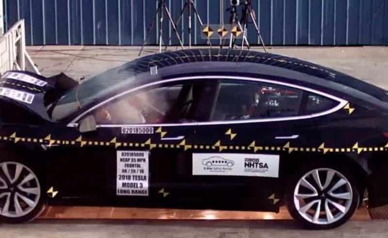 """اختبارات صارمة تظهر أن """"Tesla Model 3"""" هي الأكثر أمانًا عند التعرض لحادث"""