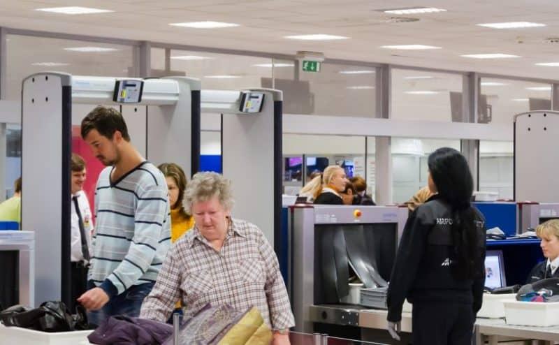 كيف يستطيع الذكاء الاصطناعي المساعدة في تسريع أمن المطارات ؟