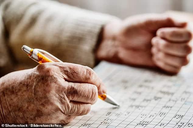 حل الألغاز والكلمات المتقاطعة قد تبقي عقلك أصغر سنا في منتصف العمر