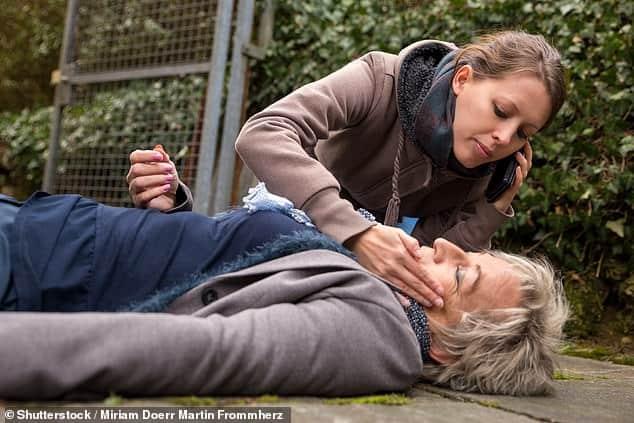 النساء أكثر عرضة للوفاة إذا أصِبْن بالسكتة القلبية في الأماكن العامة