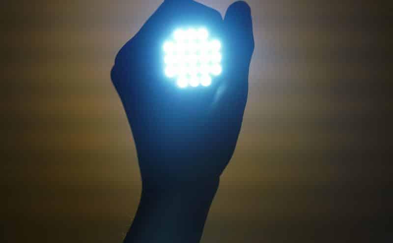 بعض أنواع إضاءة LED تشكل خطرا على شبكية العين