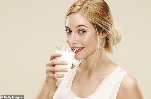 الحليب هو الحل الأمثل لتهدئة حرارة الفلفل الحار في الفم