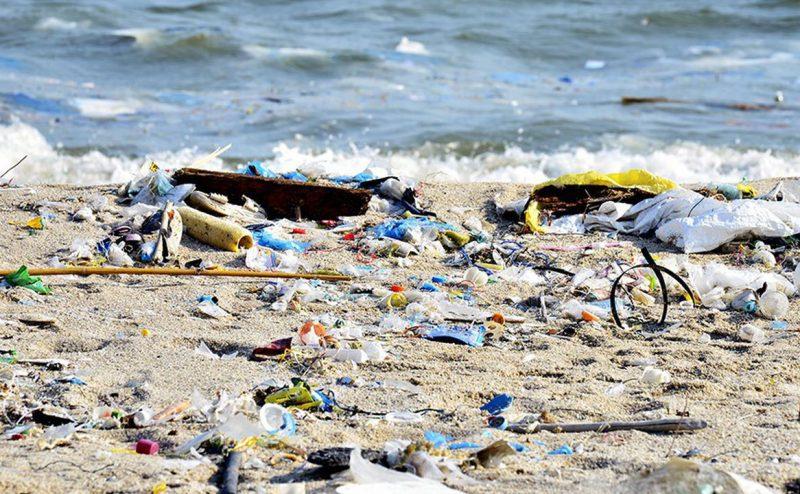 خطر البلاستيك