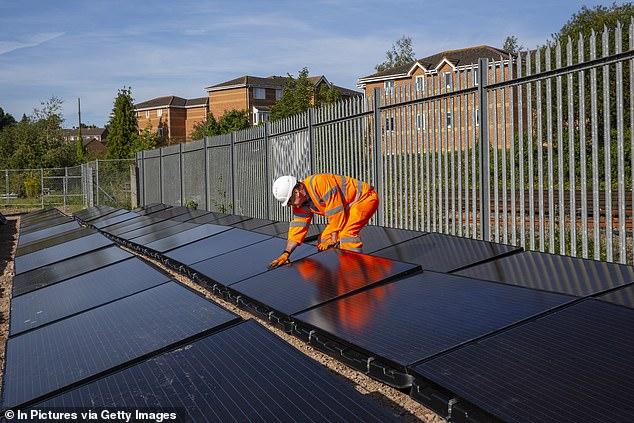 إطلاق أول خط قطار يعمل بـ الطاقة الشمسية في العالم