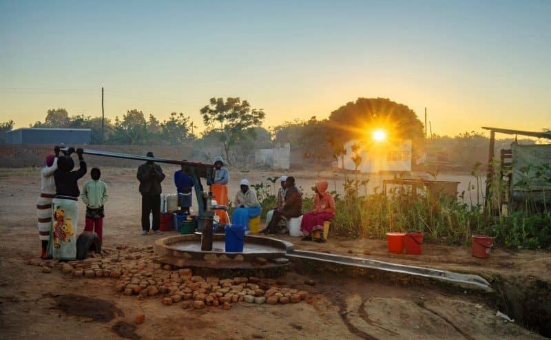 """في زيمبابوي..حنفيات الماء تجف و""""الكابوس"""" يتفاقم"""
