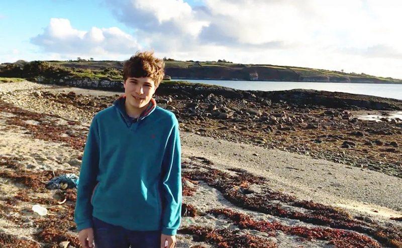"""مراهق إيرلندي يفوز بجائزة """"Google Science"""" عن مشروعه لإزالة المواد البلاستيكية الدقيقة من المحيطات"""
