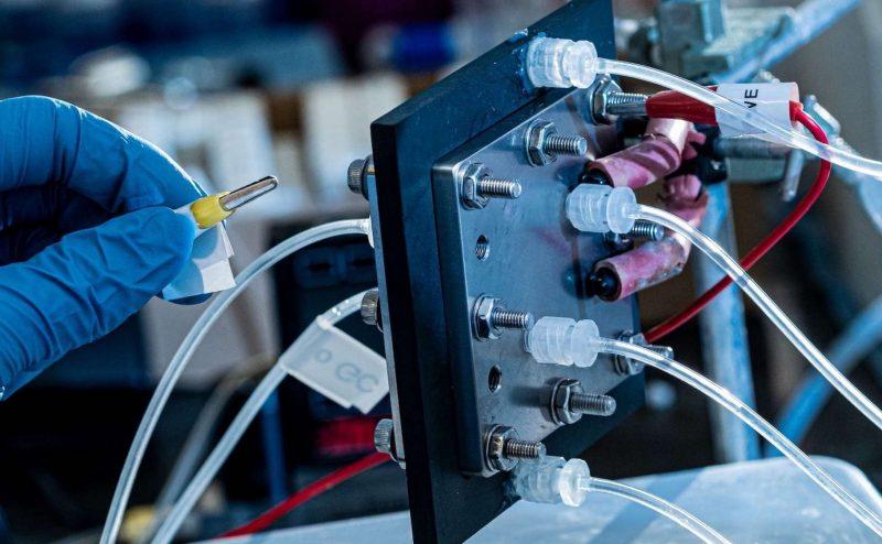 تحويل ثاني أكسيد الكربون إلى حمض الفورميك لتخزين الطاقة المتجددة