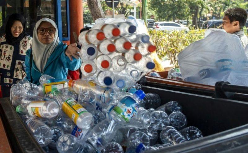 القوارير البلاستيكية يمكنك إستبدالها ببطاقات الحافلات العامة في الإكوادور