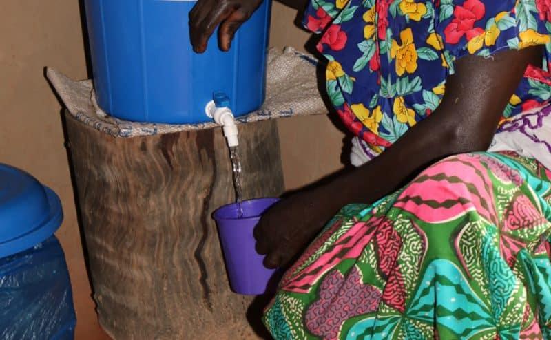 باحثة تطور تقنية تستخدم بذور المورينغا لتنقية مياه الآبار و السدود