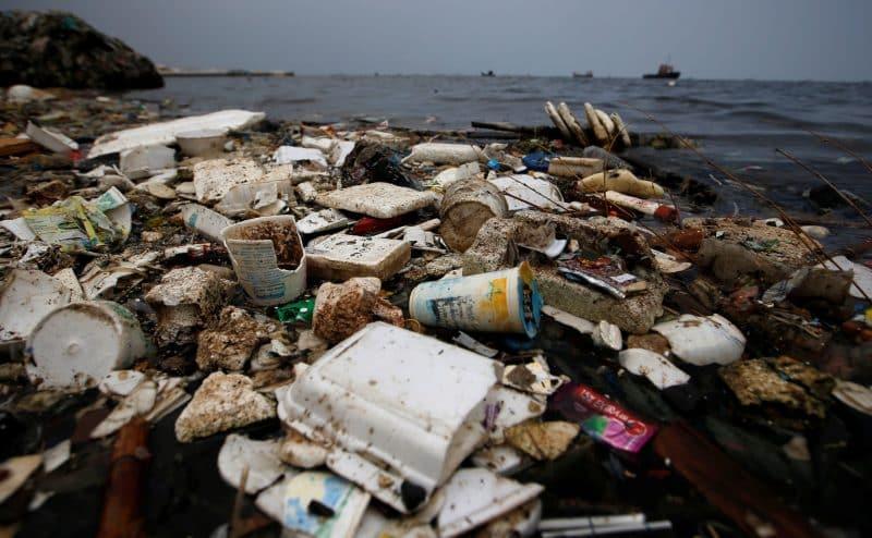 في البحر ليس كل البلاستيك يدوم إلى الأبد