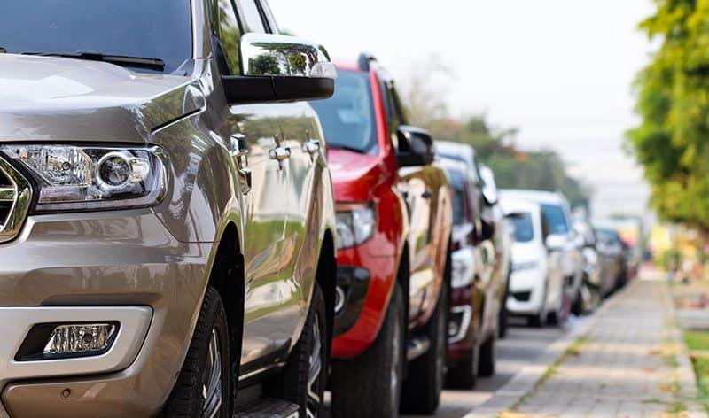 الإقبال على سيارات الدفع الرباعي يتحدى تخفيضات الانبعاثات في سوق السيارات