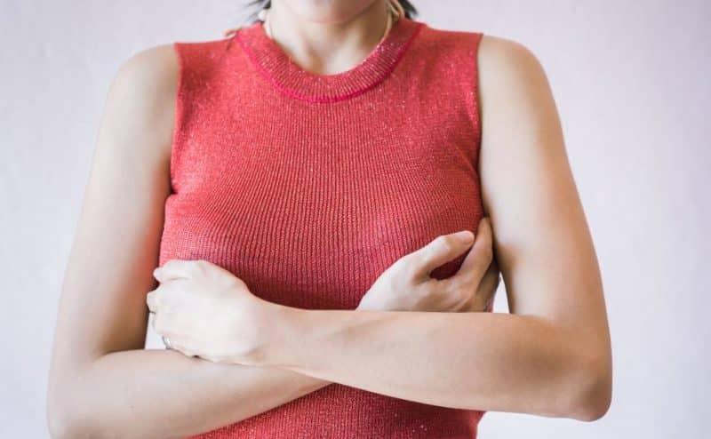 """""""الفحص الذاتي للصدر"""" حليفك للانتصار على سرطان الثدي"""