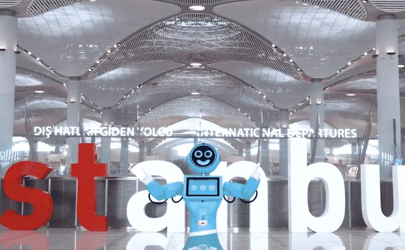 روبوتات ذكية تساعد المسافرين في مطار اسطنبول الجديد