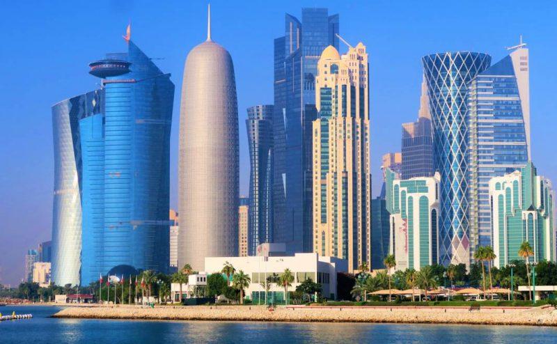 في قطر … مكيفات الهواء في الشوارع لمواجهة الحرارة الشديدة