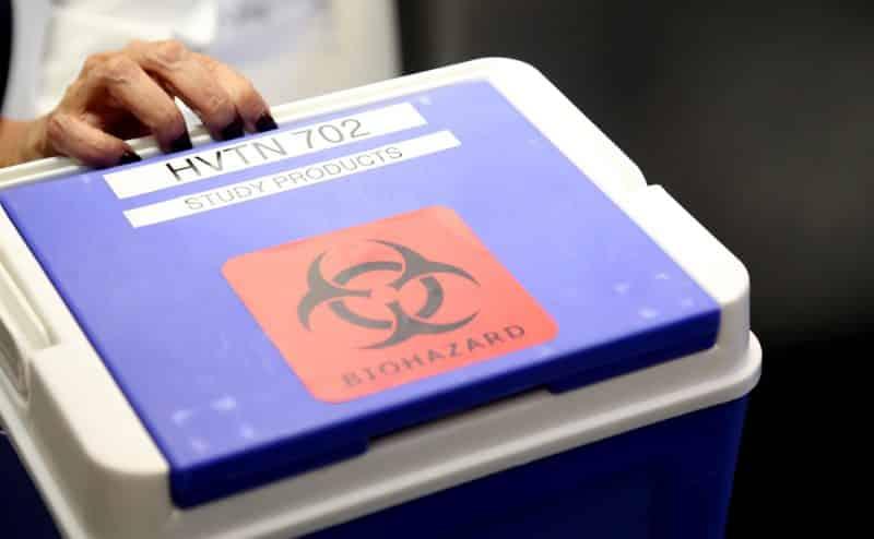 """لقاح فيروس نقص المناعة البشرية في عام 2021؟ كبار الخبراء """"متفائلون"""" بشأن التجارب الجارية"""