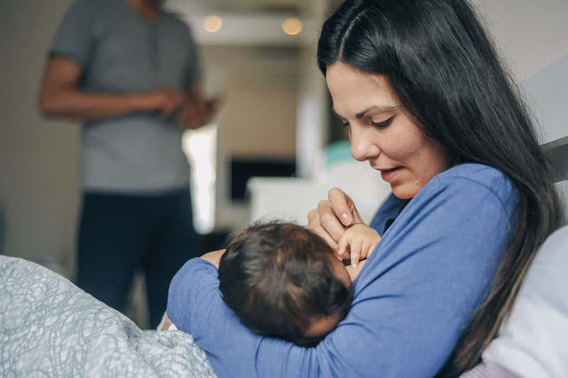 الإنجاب والرضاعة الطبيعية يحميانك من خطر انقطاع الطمث المبكر