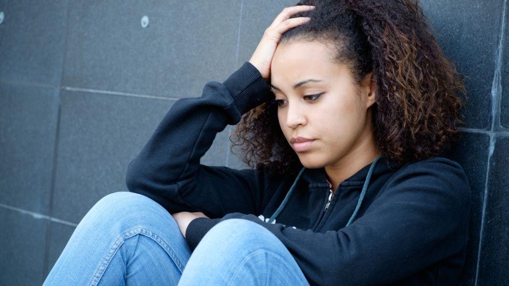 لماذا ترتفع معدلات الاكتئاب بسرعة كبيرة بين المراهقات؟